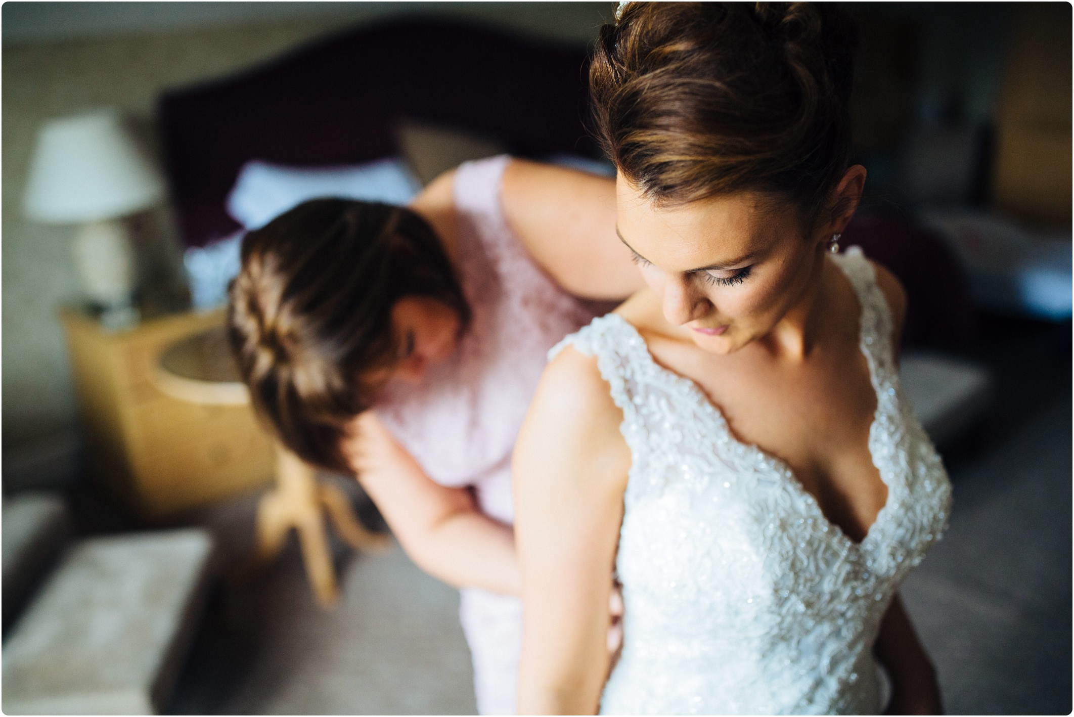 mum and daughter on wedding day