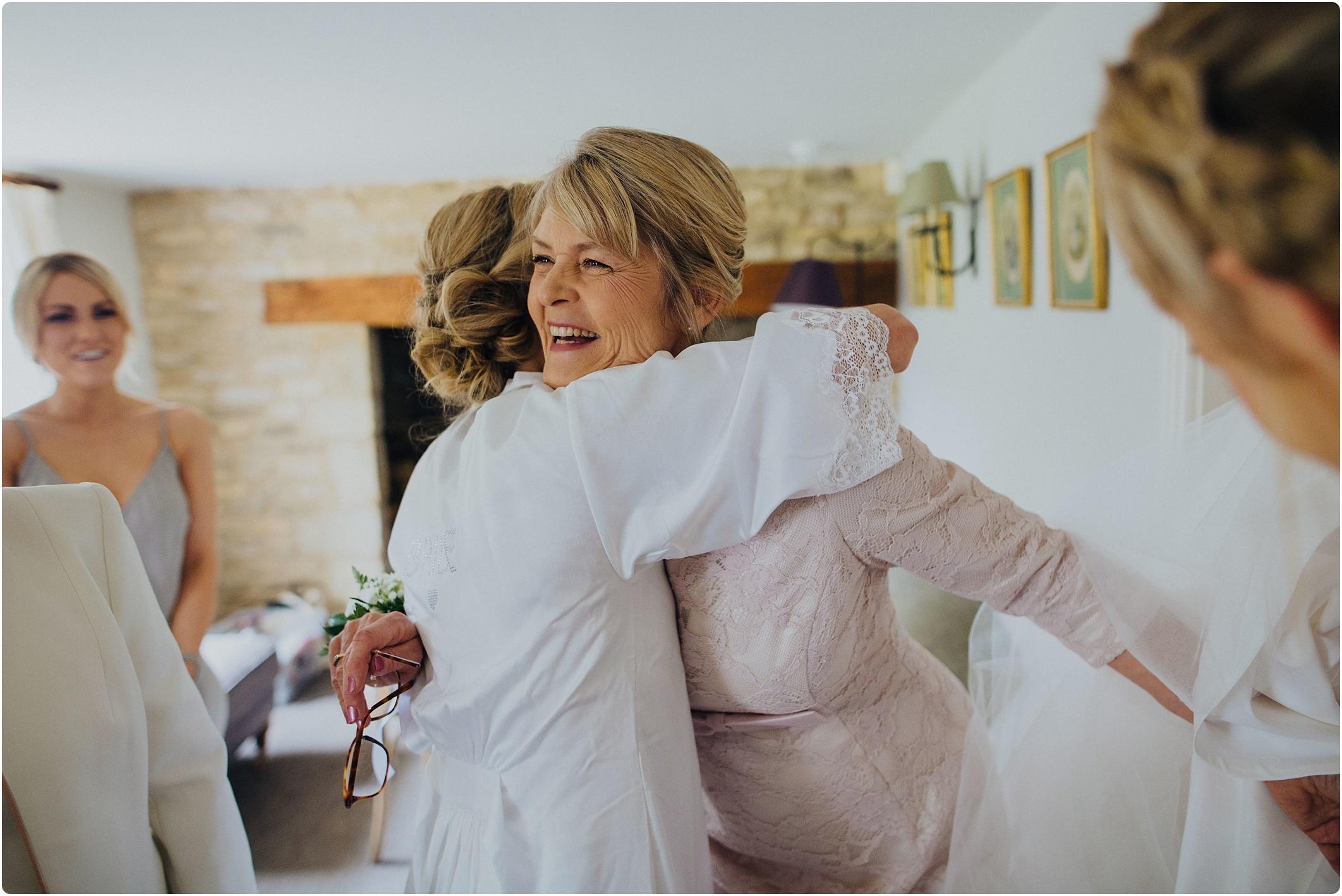 bride and mum wedding morning