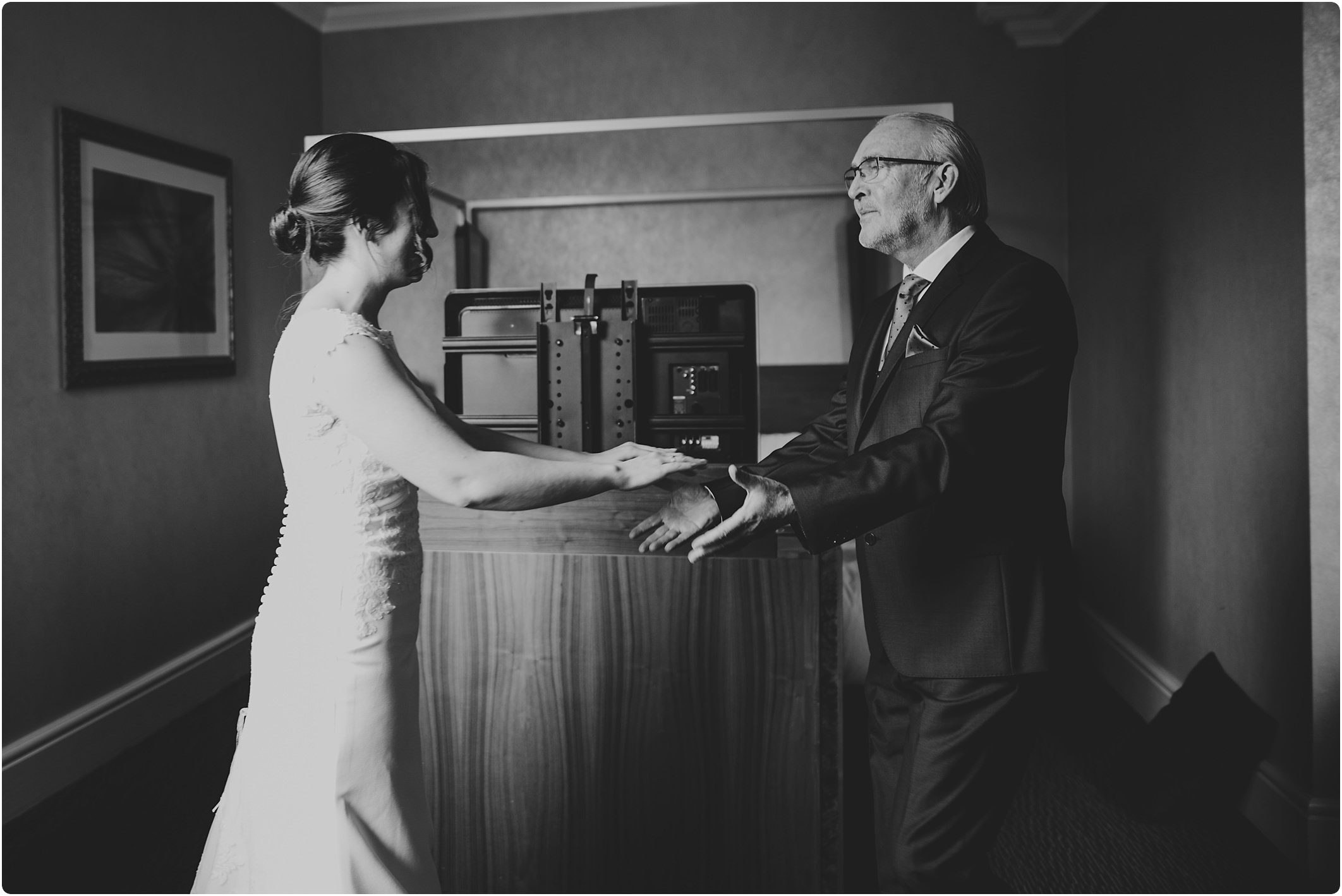 father of bride seeing his daughter for first time