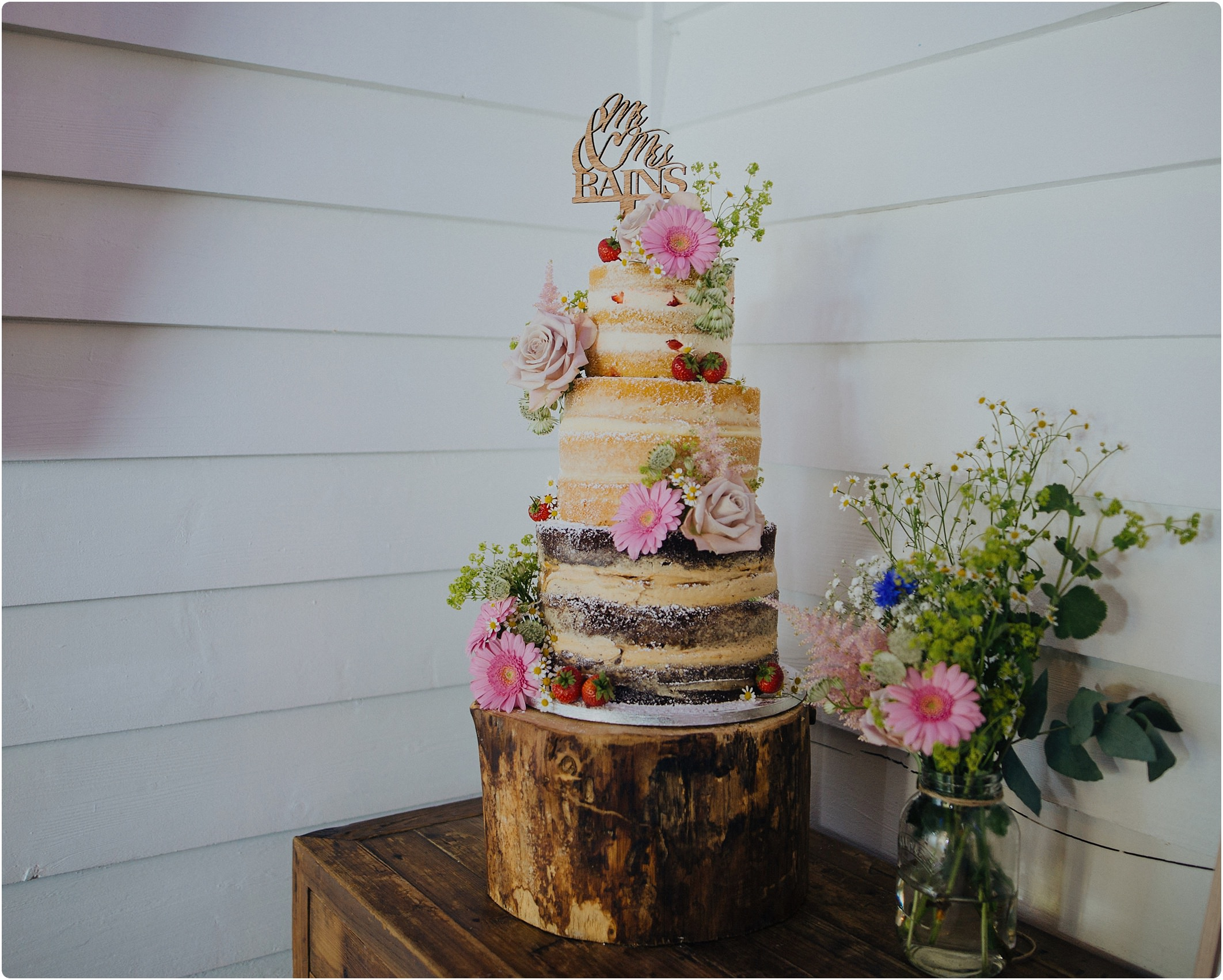naked cake chocolate and victoria sponge at a tunnels beach wedding
