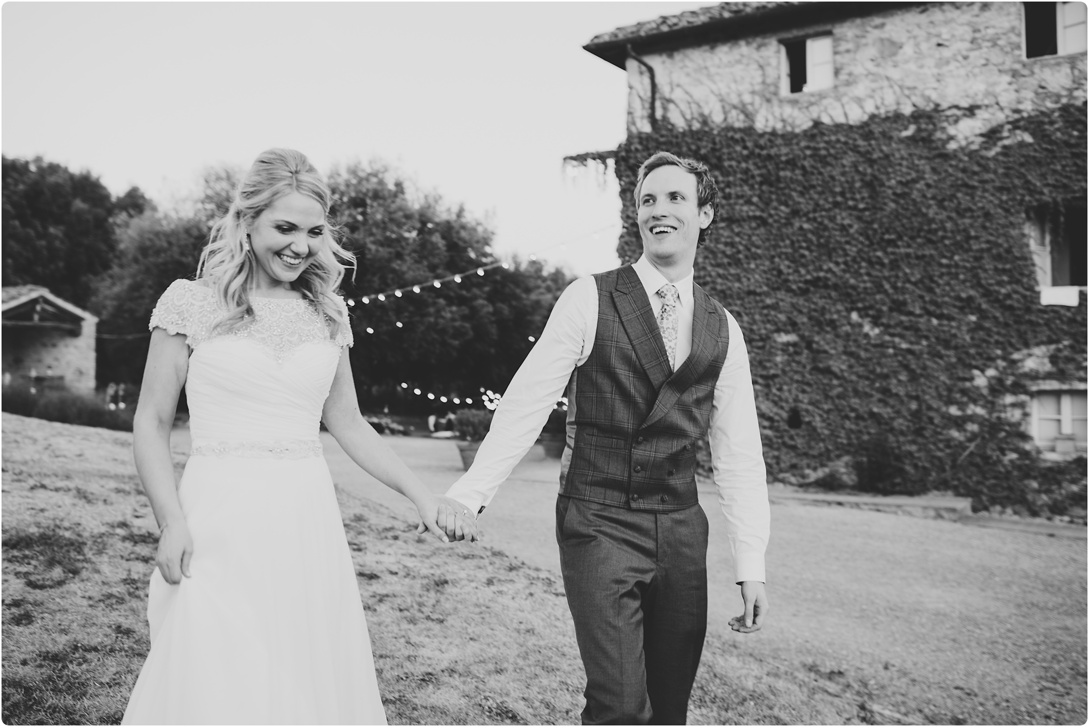 bride and groom walking at Villa Podernovo in Tuscany