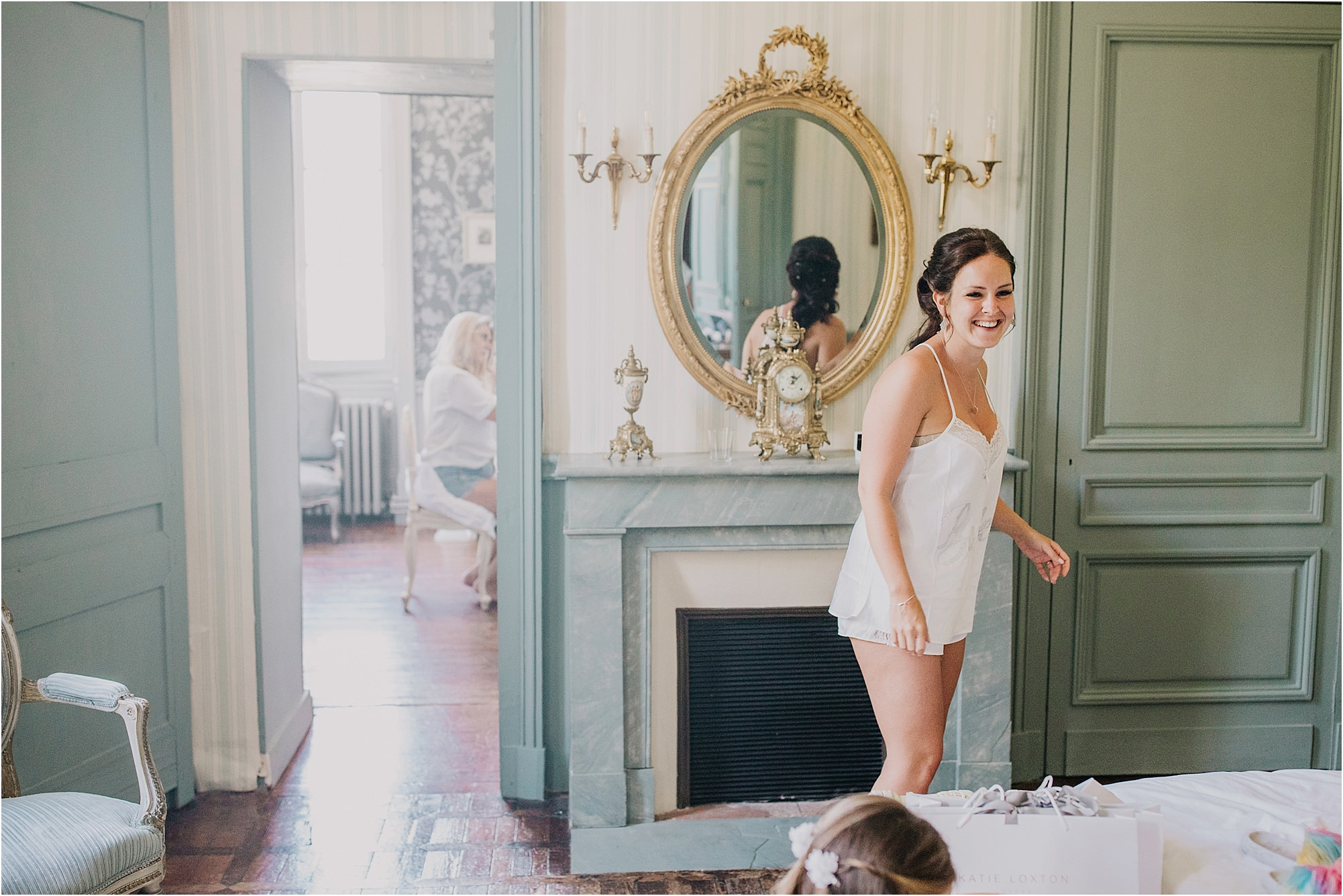 bride laughing at a chateau la durantie wedding