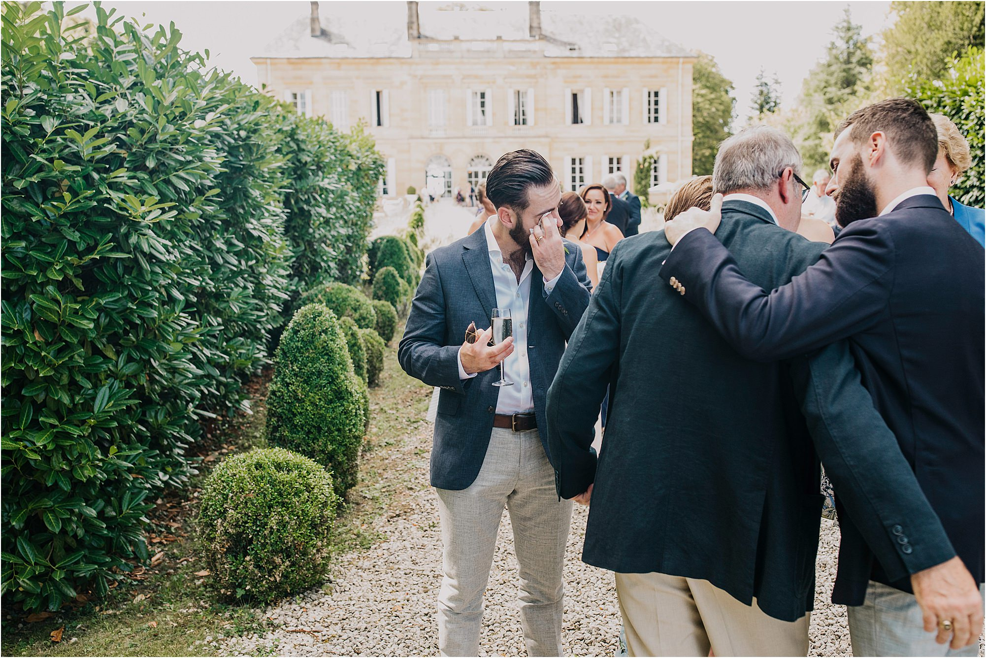 guest getting upset at a chateau la durantie wedding