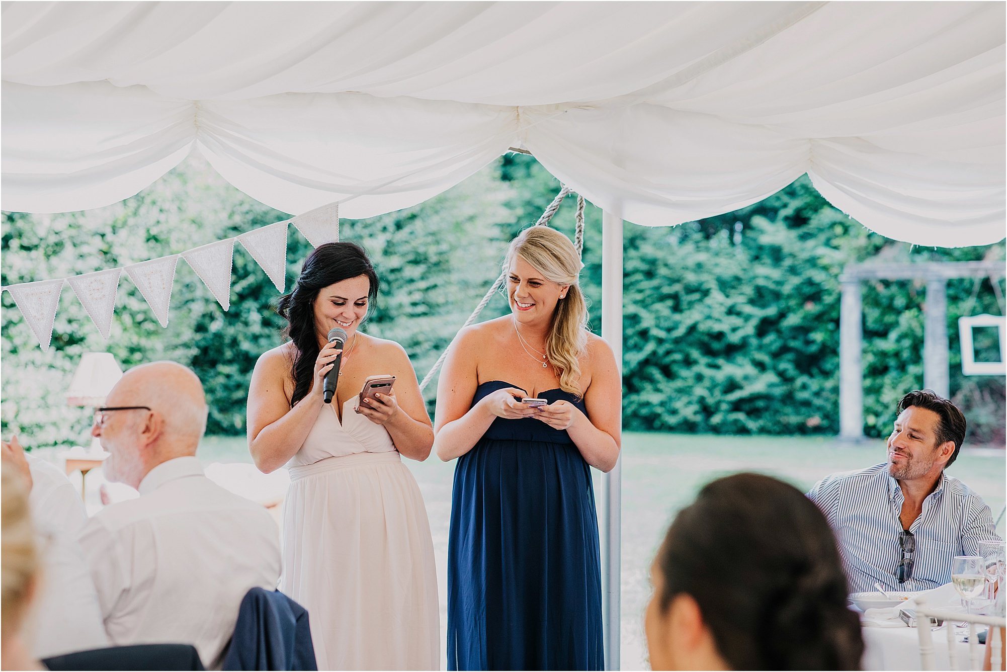 bridesmaids doing speech at chateau la durantie